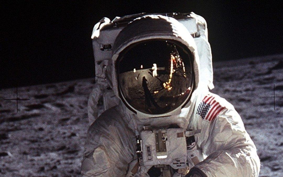 Plots stond ik naast Neil Armstrong op de maan.